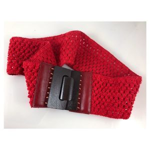 Vintage 70s red crochet and wood buckle belt